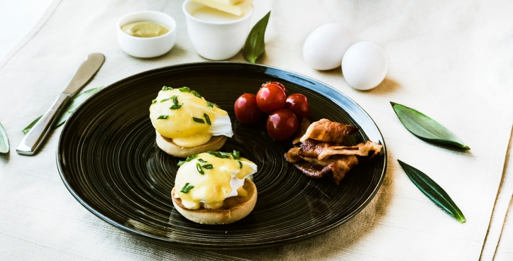 Eggs Benedict with Honey-Glazed Ham or Smoked Salmon (3) (1)